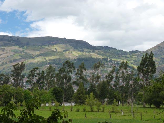 Från Patricias mark såg man Cajamarca långt bort.