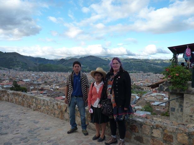 Paus, halvvägs uppe. Alejandro, Nely och jag.