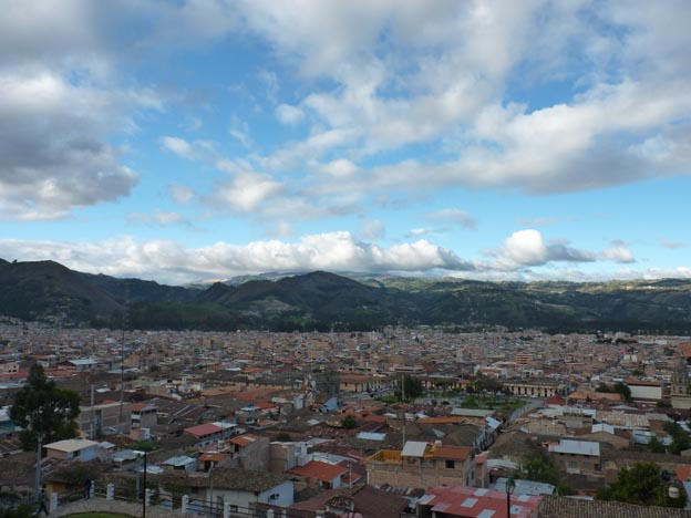 Utsikten uppe på berget var underbart vacker. Man såg hela Cajamarca.